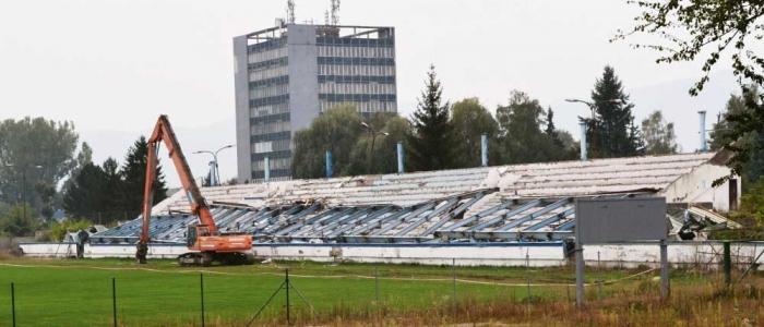 Demolácia tribúny v plnom prúde. (17. 9. 2016).