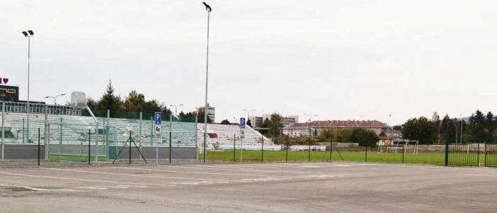 24. septembra 2016. Vľavo nové multifunkčné ihrisko v areáli bývalého štadióna.