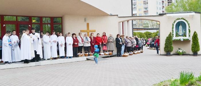 Obrad posvätenia veľkonočných jedál sa končí spoločnou modlitbou a požehnaním.