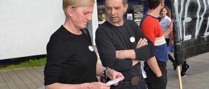 Medzi protestujúcich Humenčanov opäť prišla aj Zlatica Kušnírová, mama zavraždenej Martiny Kušnírovej.