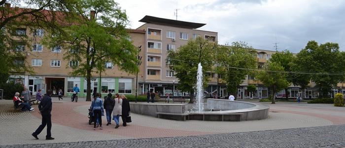 Ešte v roku 2016 mali dostať Humenčania do svojich schránok propagačné brožúry a magnetky. Mesto malo za ne zaplatiť súkromnej firme vyše 13-tisíc eur.