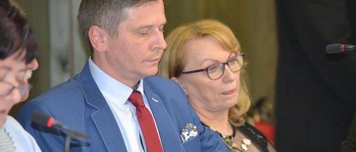 """""""Aj vás, pani primátorka, vyzývam, aby ste toto zastupiteľstvo viedli slušne a kultúrne,"""" odkázal primátorke poslanec Miloš Meričko."""