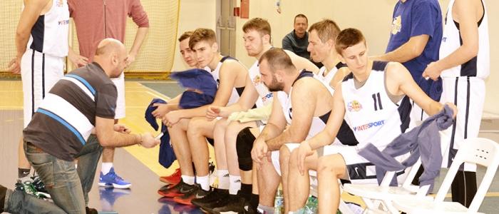 1.BK Humenné počas prestávky s trénerom Marekom Buričom.