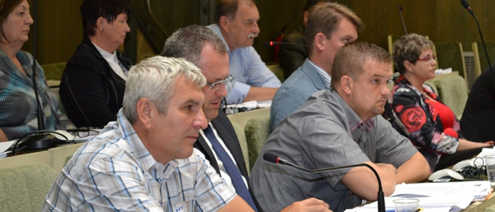 Firma mala platiť mestu ročne za prenájom pozemku len 50 centov za m2. Poslanec Michal Babin uviedol, že to bol pre mesto nevýhodný prenájom.