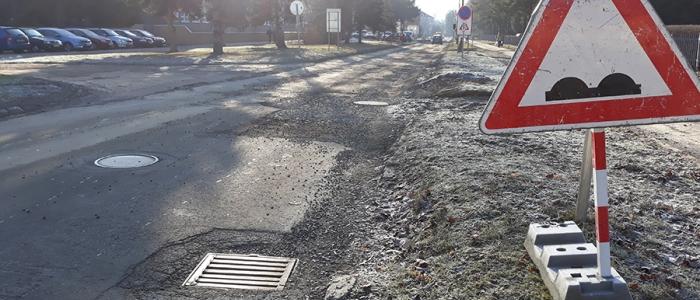 Po oprave cesty tu neskôr pribudne aj odbočovací pruh v smere na Mierovú ulicu.