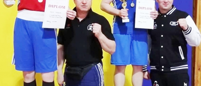 Štefan Vrábeľ s trénerom Mariánom Mikom (vpravo) – mládežnícky majster Slovenska v kat. mladších dorastencov vo váhe do 75 kg.