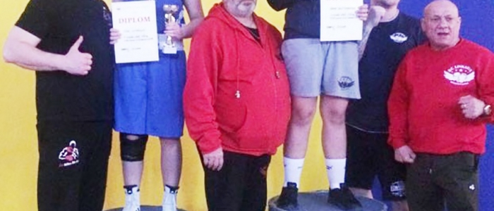 Lívia Liptaková s trénerom Mariánom Mikom (vľavo) – vicemajsterka  SR v kat. starších žiačok vo váhe do 68 kg.