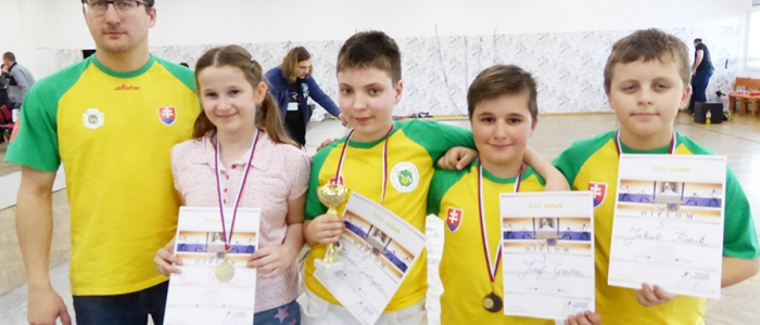 Sninčania kategórie mini žiaci s trénerom Martinom Kazíkom.