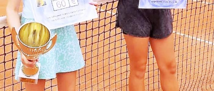 Finalistky dvojhry dievčat –Lujza Kozmová (vľavo víťazka) a Jessica Kolesárová (2. miesto).