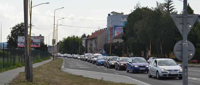 Kolóny sú často aj na Staničnej ulici na ceste pred nadjazdom.