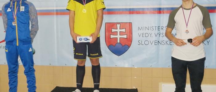 Rekord pretekov 13-ročných plavcov padol. V disciplíne 50 metrov prsia ho pokoril Dominik Luksaj časom 32,49 sekúnd.