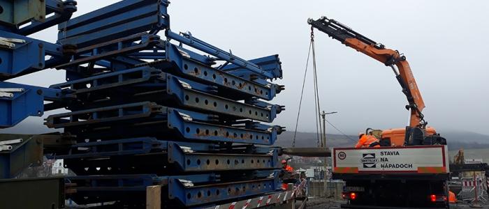 Most bude pre dopravu sprejazdnený najneskôr v pondelok 10. februára.