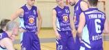 Na humenskej palubovke stačila oklieštená zostava družstva mužov Tydam-u z Košíc  na víťazstvo. Stále sympatický Robo Csillagh (tretí sprava; brat úspešnej slovenskej speváčky a moderátorky, známej pod menom Tina) je vždy platným hráčom košického družstva.