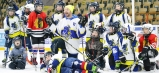Podstatné bolo priniesť si na zimný štadión hokejku, prilbu, rukavice, korčule... a dobrú náladu