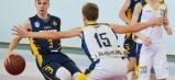 """Ukážkový basketbal na mládežníckej úrovni prezentoval Horák (Svit, 3), nie raz """"oklamal"""" domácich hráčov na humenskej palubovke a sám (resp. so Š. Matušekom) aj spoza trojkového oblúka zasadzoval koše."""