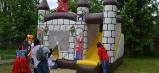 Vonku už na deti čakal skakací hrad, poníky a rôzne športové disciplíny.