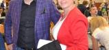Generálny riaditeľ spoločnosti Chemes, a. s., Humenné, JUDr. Dávid Molnár podporuje akcie hendikepovaných detí pravidelne. Na snímke s riaditeľkou školy Erikou Firdovou.