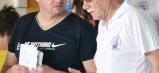 Tréner Ján Pencák diskutuje s jedným so zástupcov zúčastnených plaveckých klubov.