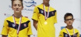 Trojica humenských plavcov ovládla stupne víťazov v jednej disciplíne – znak 100 metrov. Zľava: L. Adamec, T. Leško, M. Harvilik.